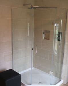 Matki frameless shower